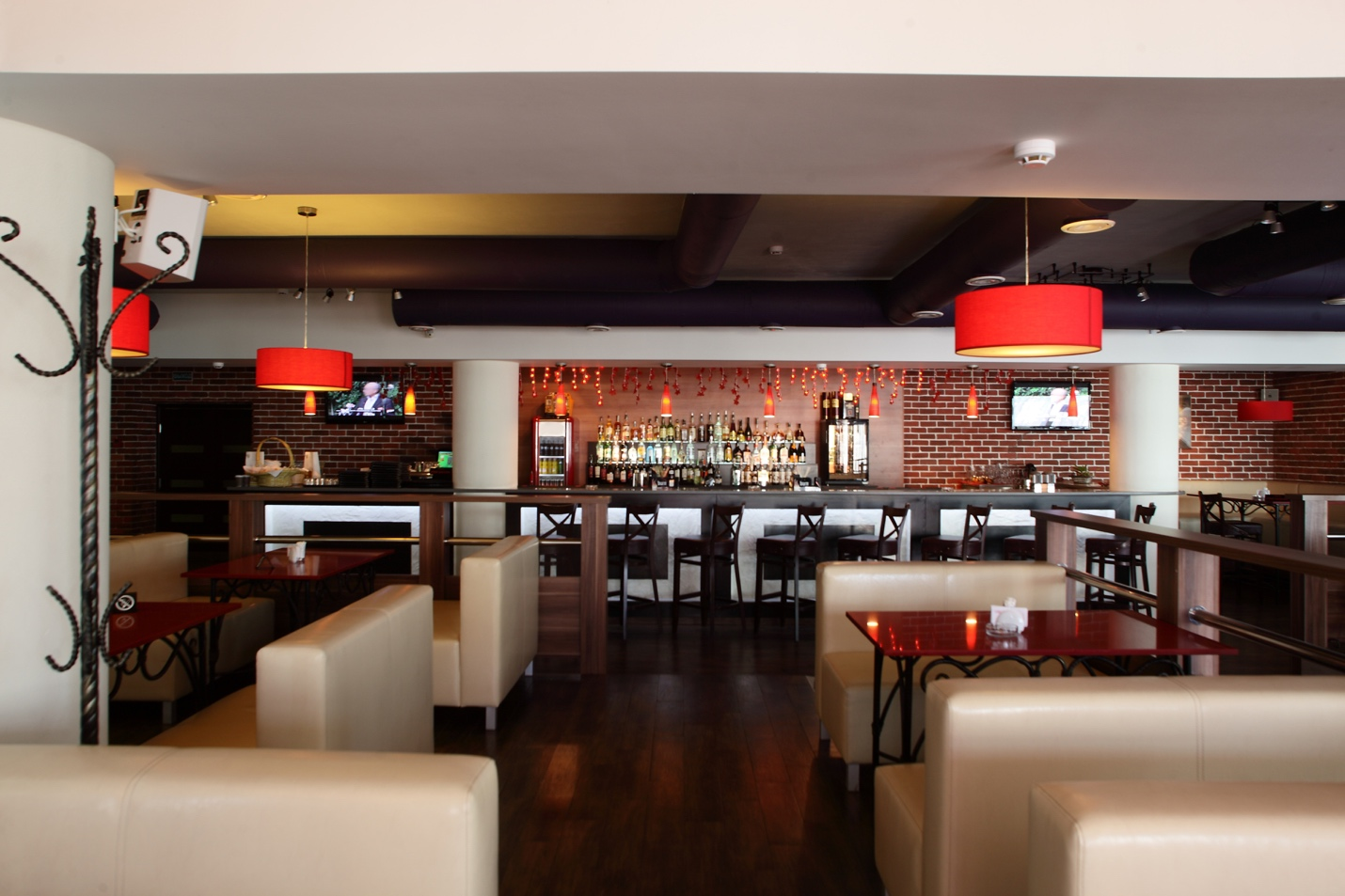Use Commercial Audio Video to Boost Your Restaurant's Profits